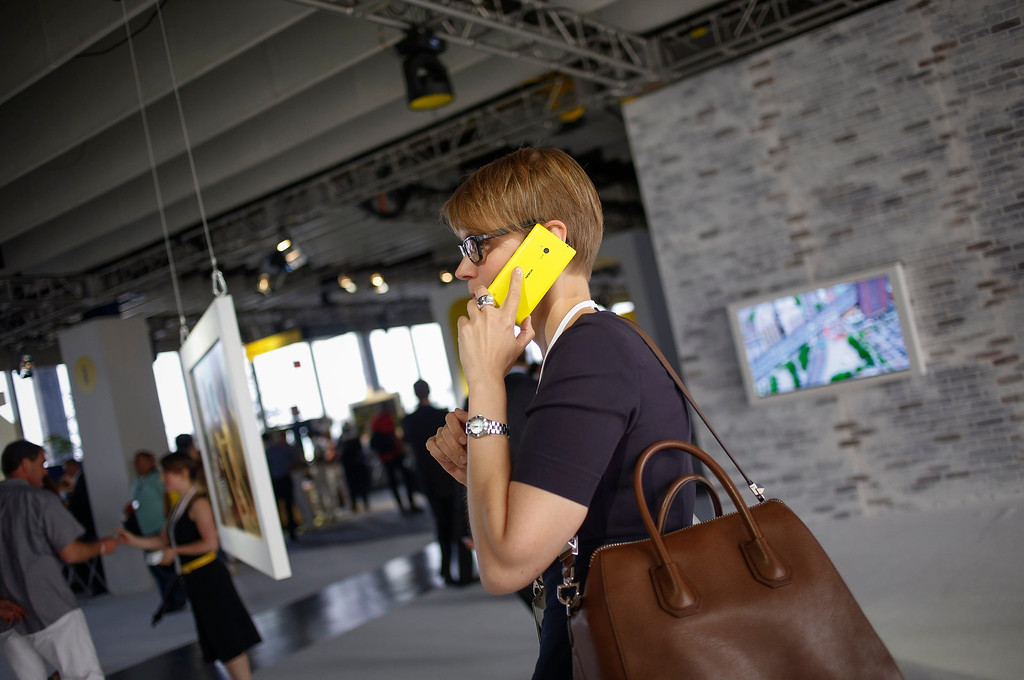 . A woman uses Nokia\'s new smartphone, the Lumia 1020 with a 41-megapixel camera, after its unveiling in New York July 11, 2013.   REUTERS/Shannon Stapleton