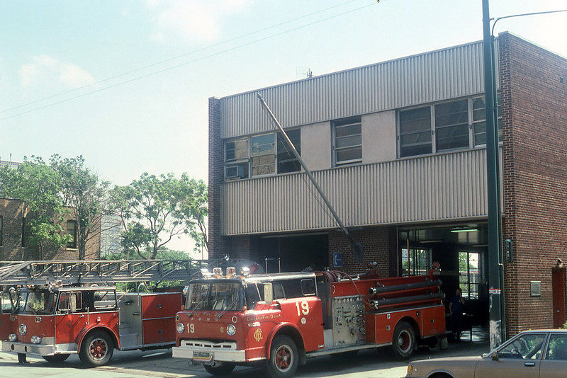 CHICAGO  TRUCK 11  SEAGRAVE 100' SPARE AND ENGINE 19  FORD C8000 - WLF.jpg