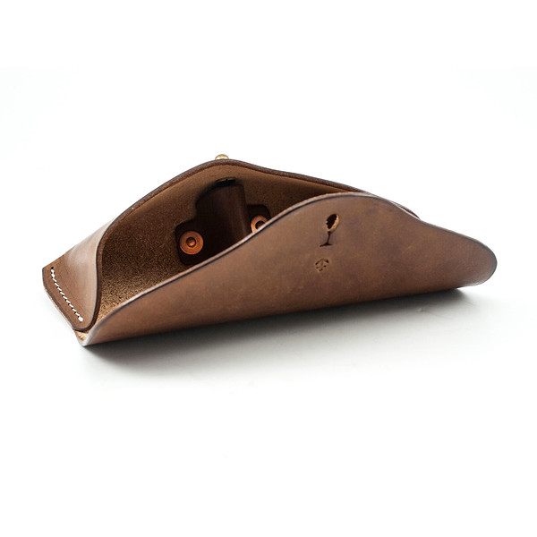 W&A-Case 01 - The W & Anchor Leather Glasses Case No. 107.jpg
