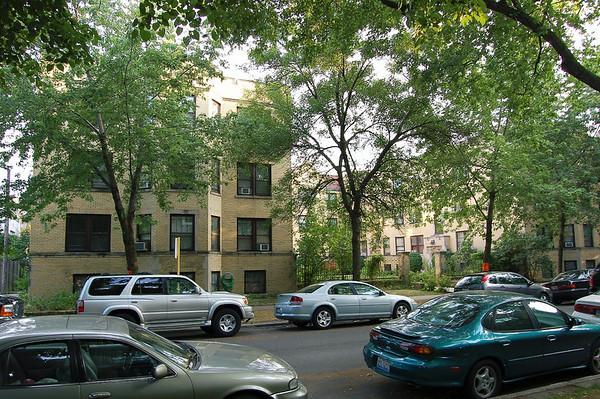 """Tree lined street - Apartment """"B""""  5 Room/2 Bedroom"""
