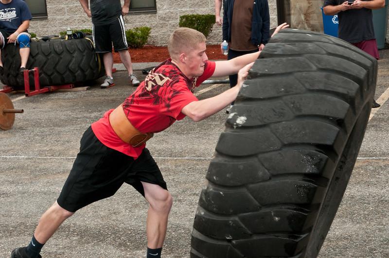 Fitness Revolution Strongman Challenge 2011_ERF4048.jpg