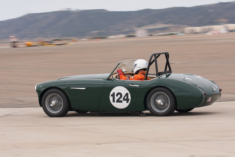 Gary Black going into turn 11 in his 1960 Austin Healey 3000 Mk1. © 2014 Victor Varela