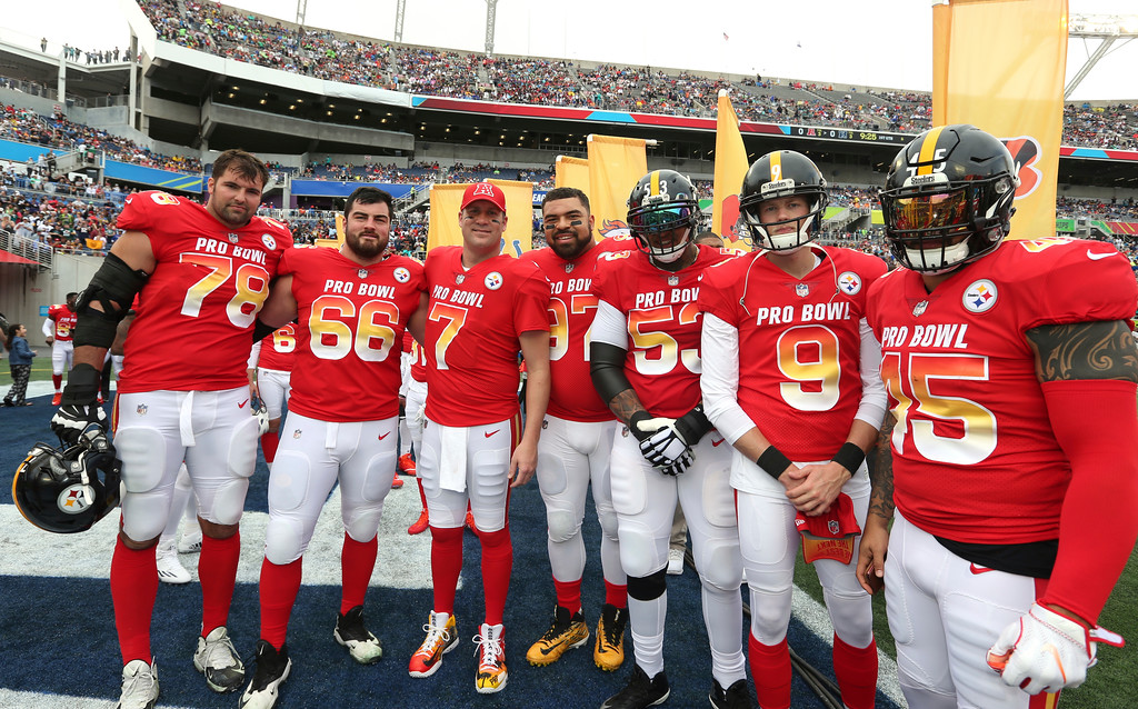 . From left to right, AFC offensive tackle Alejandro Villanueva, AFC offensive guard David DeCastro, AFC quarterback Ben Roethlisberger, AFC defensive end Cameron Heyward, AFC center Maurkice Pouncey, AFC placekicker Chris Boswell, and AFC fullback Roosevelt Nix, all of the Pittsburgh Steelers, pose for a photo prior to the NFL Pro Bowl football game at Camping World Stadium, Sunday, Jan. 28, 2018, in Orlando, Fla. (AP Photo/Doug Benc)