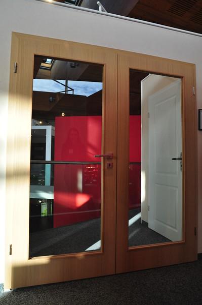 Die zweiflügelige Tür zum Wohnzimmer und zur Bibliothek. Allerdings werden sie auch weiß und der Lichtausschnitt wird etwas kleiner und mit satiniertem Glas.