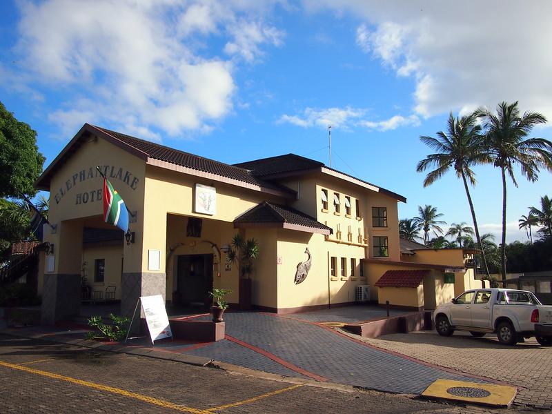 P5036179-elephant-lake-hotel.JPG
