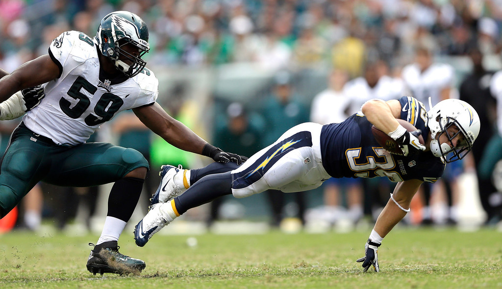 . San Diego Chargers\' Danny Woodhead, right, dives for extra yardage past Philadelphia Eagles\' DeMeco Ryans during the second half of an NFL football game, Sunday, Sept. 15, 2013, in Philadelphia. San Diego won 33-30. (AP Photo/Matt Rourke)