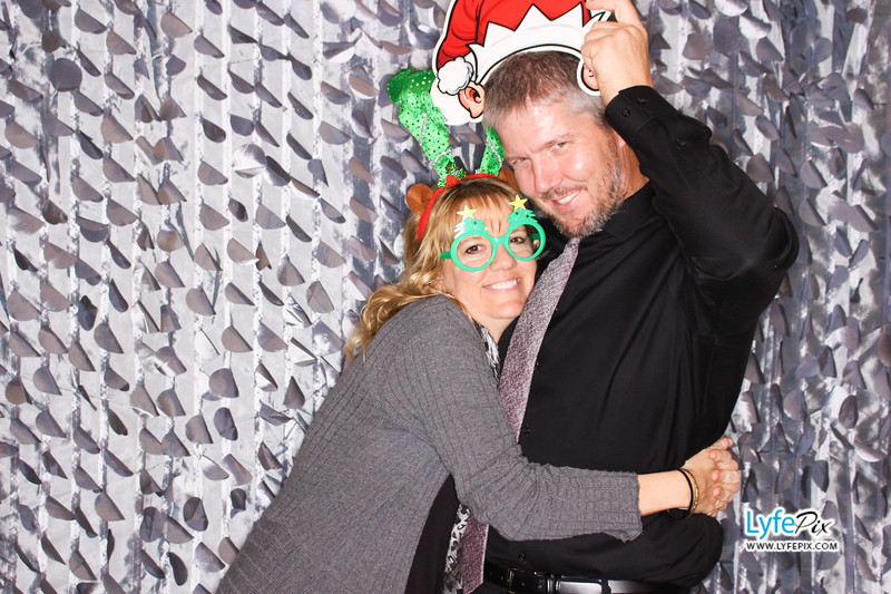 red-hawk-2017-holiday-party-beltsville-maryland-sheraton-photo-booth-0233.jpg