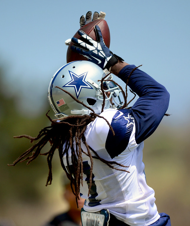 . Cowboy WR Dwayne Harris hauls in a pass at the Cowboys-Raiders practice in Oxnard, Wednesday, August 13, 2014. (Photo by Michael Owen Baker/Los Angeles Daily News)