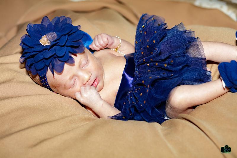 Mackenzie Newborn Pix