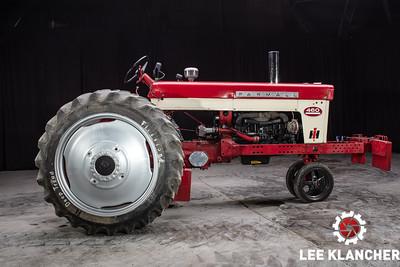 1958 Farmall 460 Pulling Tractor - Matt Fromme
