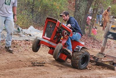 TRACTOR & Garden Tractor Pulling