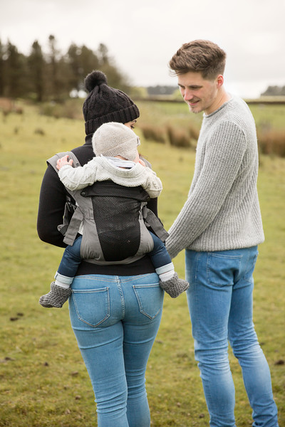 Izmi_Baby_Carrier_Breeze_Mid_Grey_Lifestyle_Back_Carry_Couple_Holding_Hands.jpg