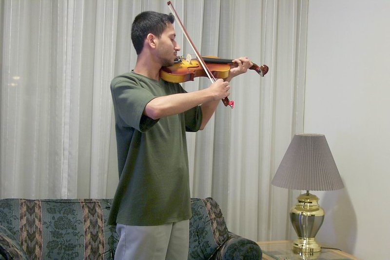 Raza-on-violin.jpg