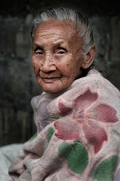 Old lady in the village of Naxao.