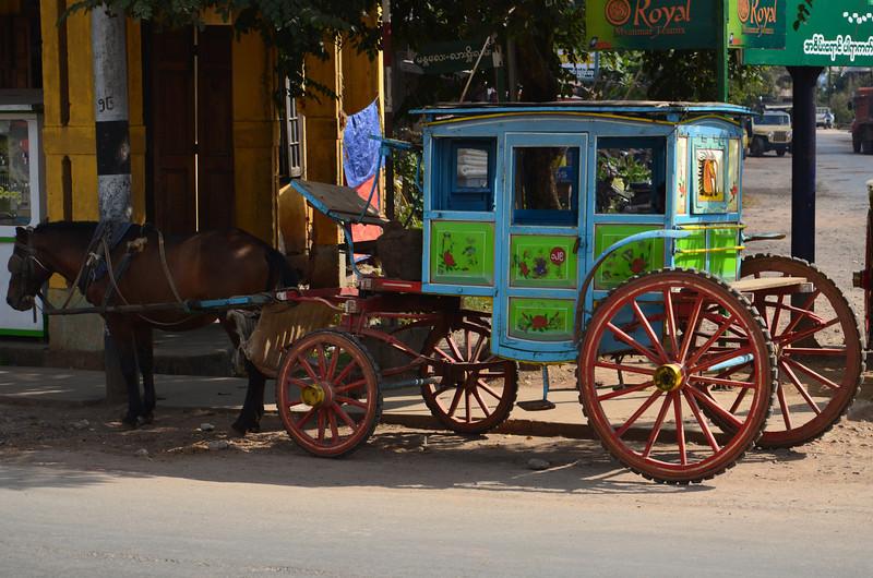 DSC_4617-horse-and-cart.JPG