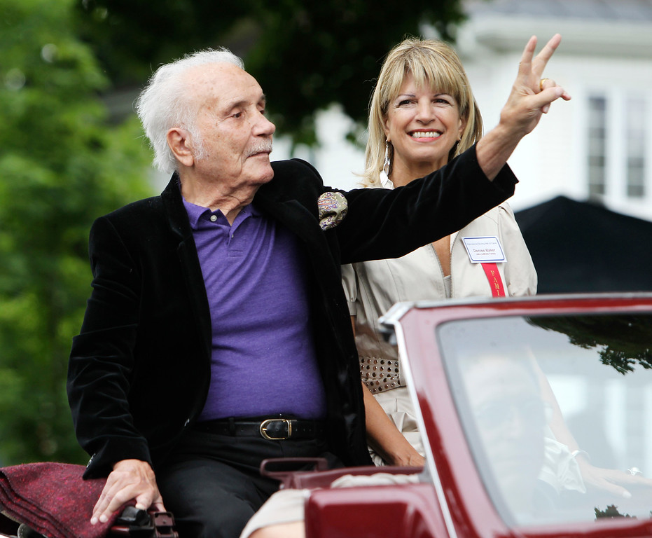 . Hall of Famer Jake LaMotta at the Boxing Hall of Fame parade in Canastota, N.Y., on Sunday, June 12, 2011. (AP Photo/Mike Groll)