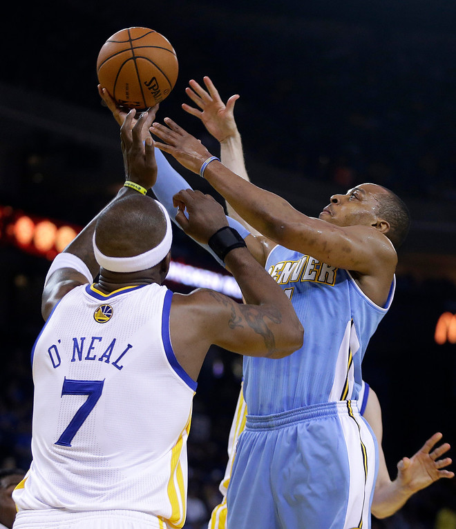 . Denver Nuggets\' Randy Foye, right, shoots over Golden State Warriors\' Jermaine O\'Neal (7) during the first half of an NBA basketball game Thursday, April 10, 2014, in Oakland, Calif. (AP Photo/Ben Margot)