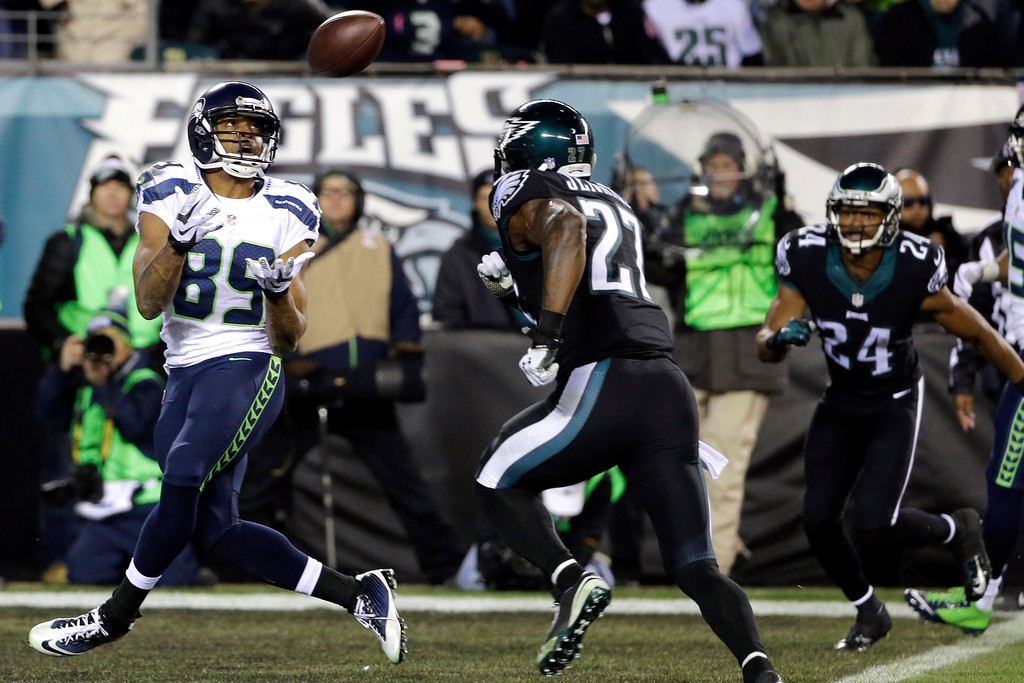 . Seattle Seahawks\' Doug Baldwin reaches for a pass in the end zone for a touchdown during the second half of an NFL football game against the Philadelphia Eagles, Sunday, Dec. 7, 2014, in Philadelphia. (AP Photo/Michael Perez)
