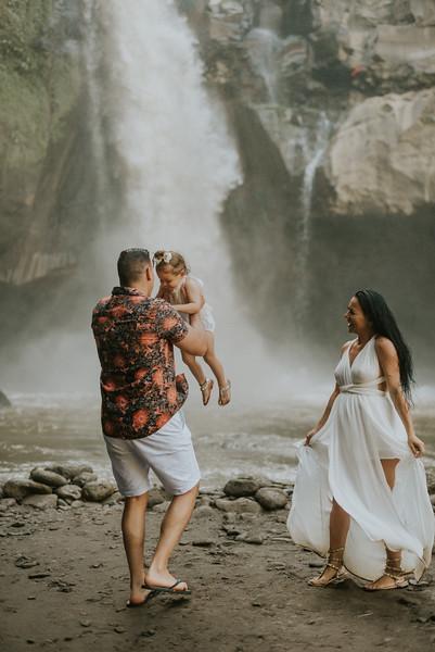 VTV_family_photoshoot_with_waterfall_Bali (146).jpg