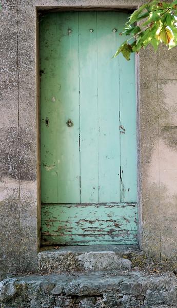 08_19 toulon old village green door DSC04521.JPG