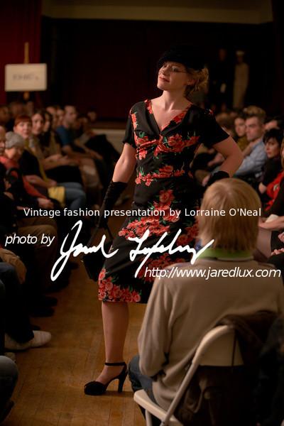 vintage_fashion_show_09_f2452040.jpg