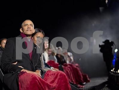 obama-lights-national-christmas-tree-for-final-time