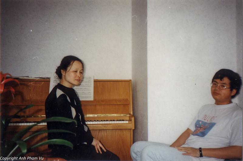 Co Lan Huong Visit 90s 04.jpg