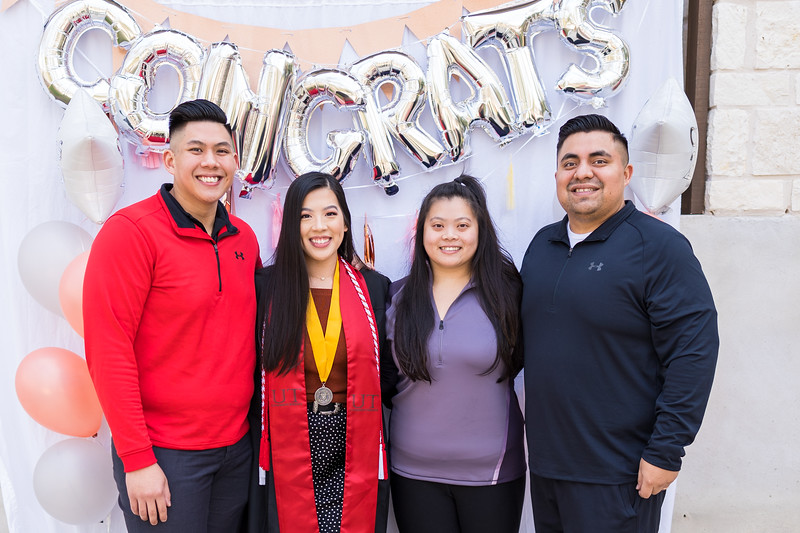 20191208_emilie-ut-grad-party_069.jpg