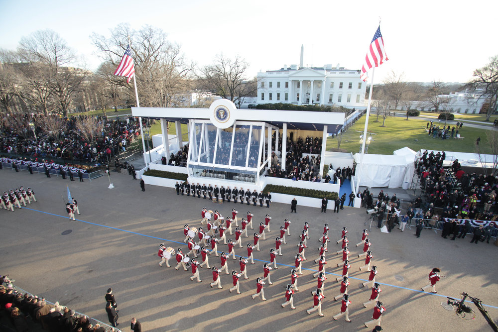 Description of . The US Army ceremonial Fife and Drum Corps marches in front of the White House during the parade following US President Barack Obama's second inauguration as the 44th US president on January 21, 2013 in Washington, DC.   YURI GRIPAS/AFP/Getty Images