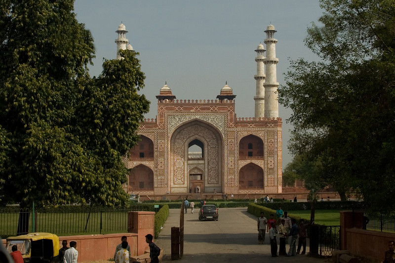 Taj Architect Tomb.jpg