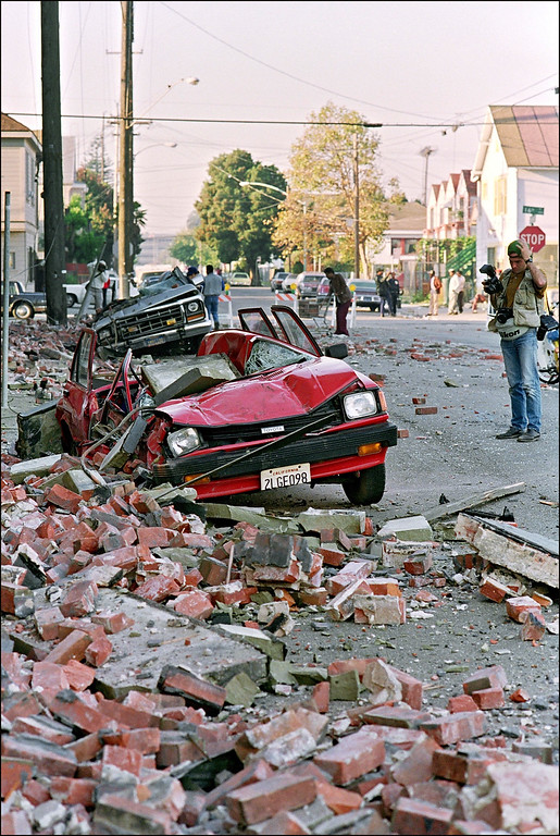 . Rubble litters the sidewalk on the streets of Santa Clara 18 October 1989 in San Franciso after a quake hit the city 17 October (JONATHAN NOUROK/AFP/Getty Images)
