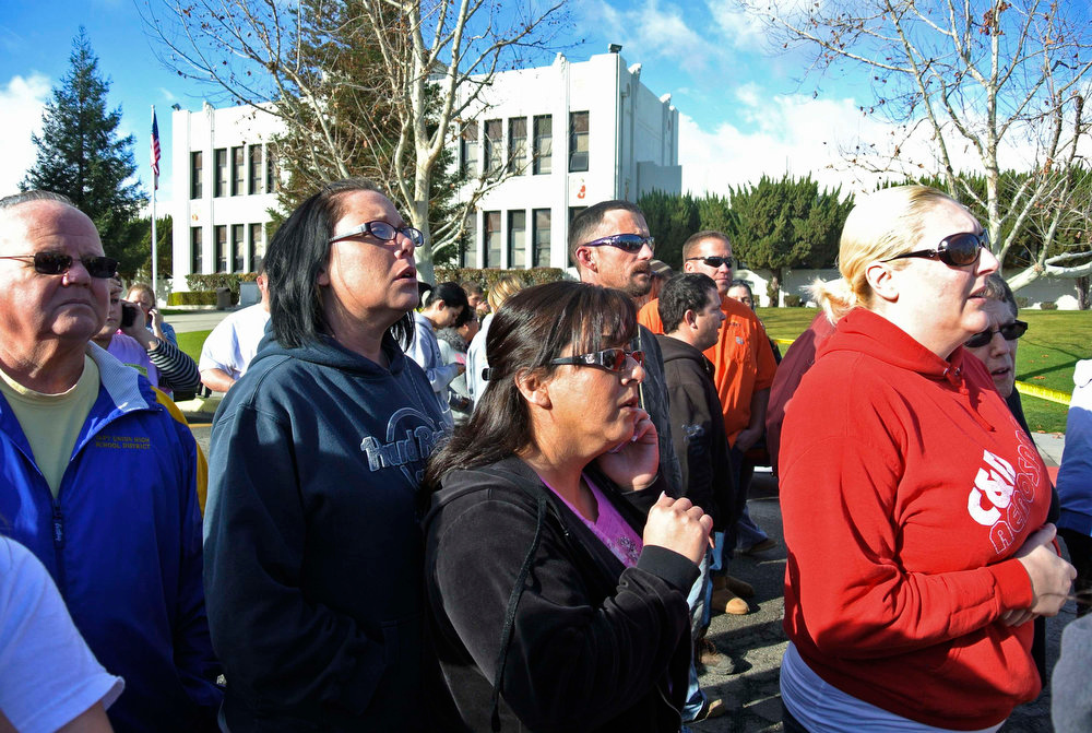 . Concerned parents listen to Taft Police Chief Ed Whiting after a shooting at Taft Union High School in Taft, California January 10, 2013.  Gunfire erupted on Thursday at a California high school in inland Kern County in a shooting in which two people were injured, county officials said, and media reports indicated the assailant had been arrested.  REUTERS/Michael Long/The Taft Independent