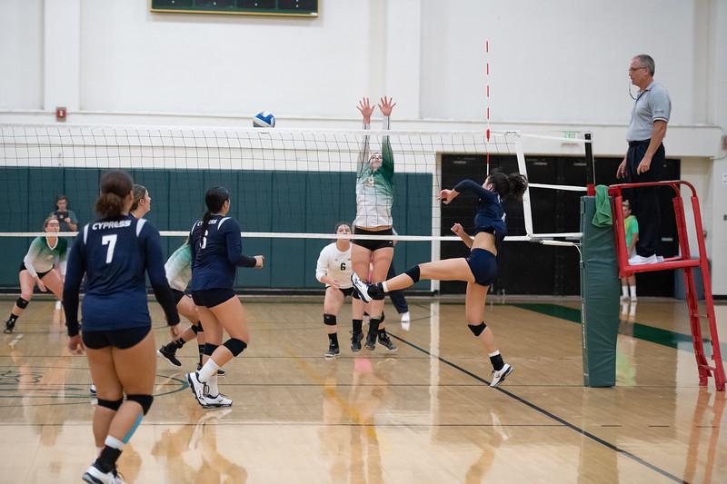 W-Volleyball-2018-10-03-6449.jpg