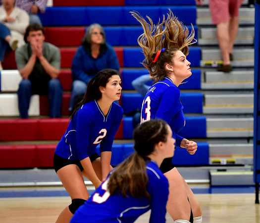 10/4/2019 Mike Orazzi | StaffrSt. Paul's Kelsi Blatchley (33) during Friday night's volleyball match with Crosby in Bristol.