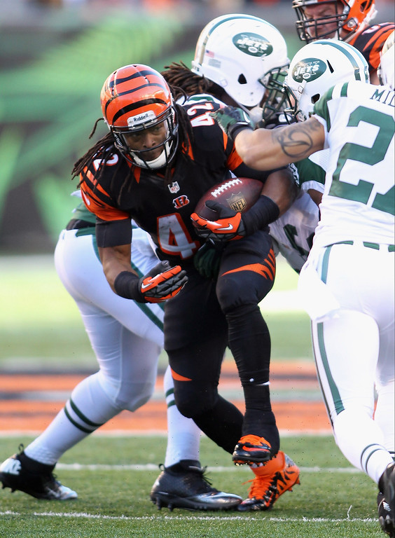 . BenJarvus Green-Ellis #42 of the Cincinnati Bengals runs the ball upfield during the game against the New York Jets at Paul Brown Stadium on October 27, 2013 in Cincinnati, Ohio.  (Photo by John Grieshop/Getty Images)