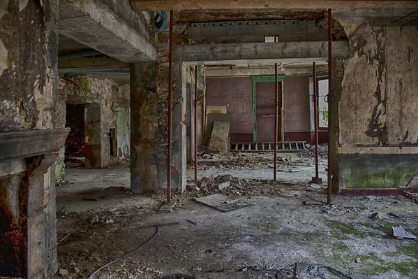 Rez de Chaussée - Ruine à bascule à Assé le Béranger