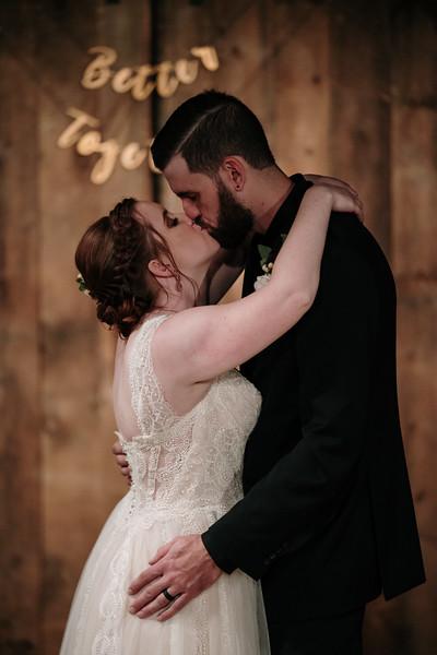 rustic_ohio__fall_barn_wedding-385.jpg