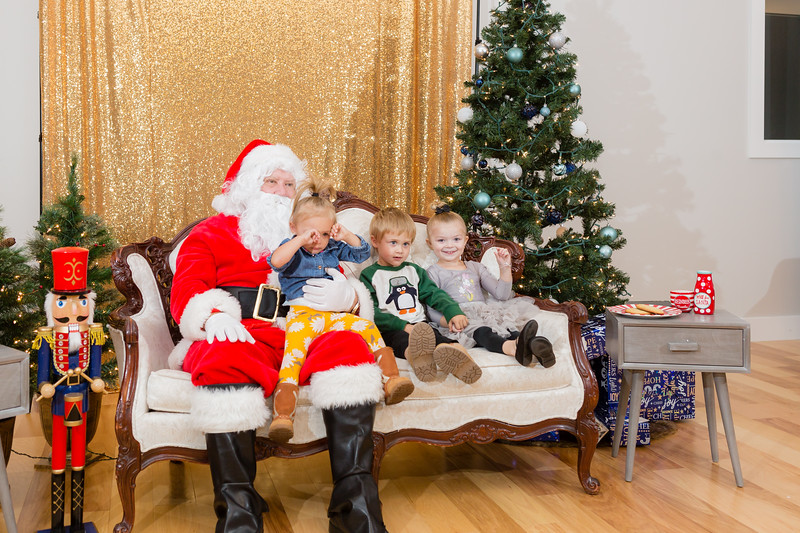 FADS Picture with Santa-301.jpg
