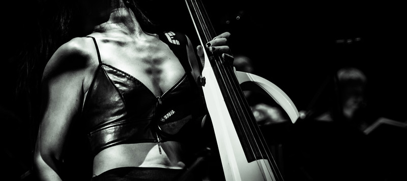 Tina Guo on Stage