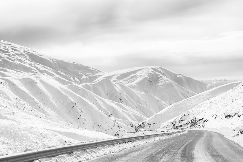 bw-snow-crown-range-new-zealand.jpg