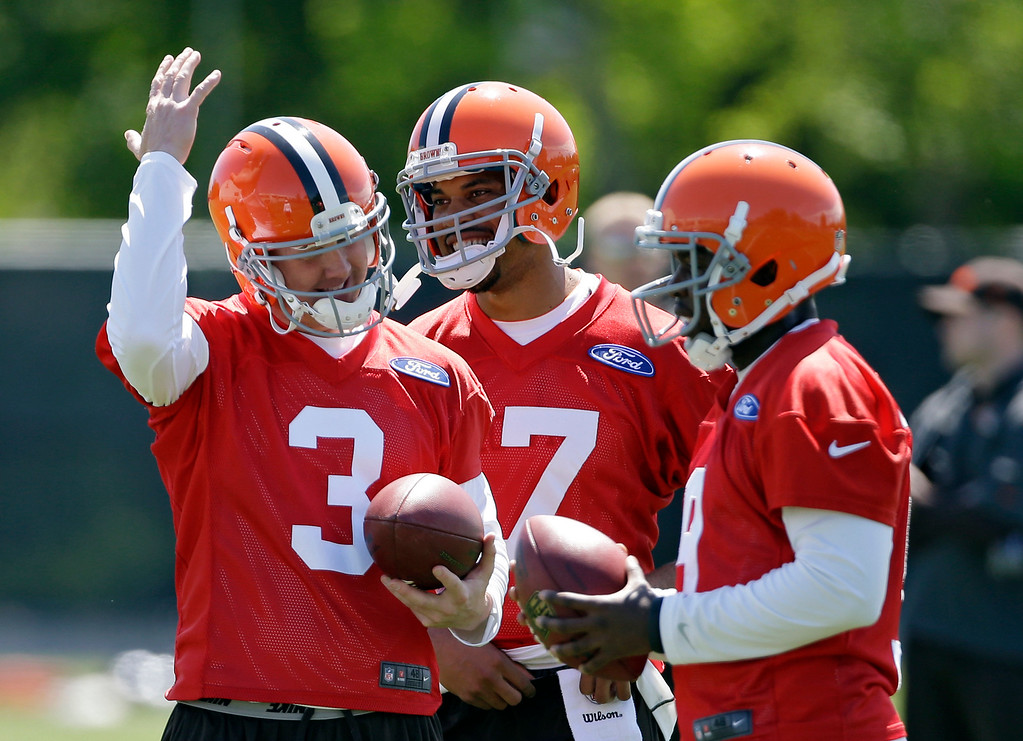 . News-Herald file Cleveland Browns quarterback Brandon Weeden (3) jokes with Jason Campbell, center, and Thad Lewis during an off-season workout at the NFL football team\'s practice facility in Berea, Ohio Thursday, May 16, 2013.