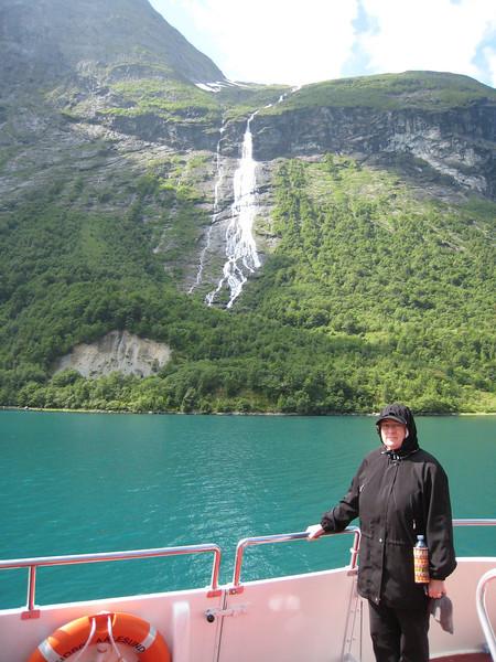 Cruising Hjorunfjord