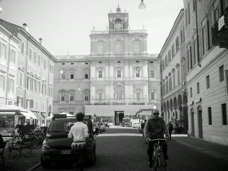 street scene bw 2.jpg