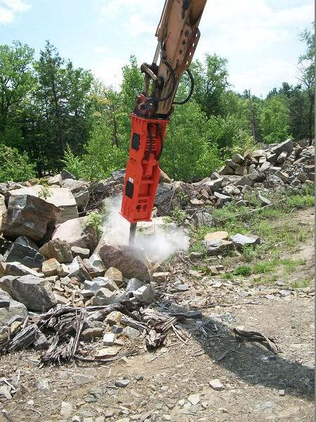 NPK GH10 hydraulic hammer on Case excavator  (4).JPG