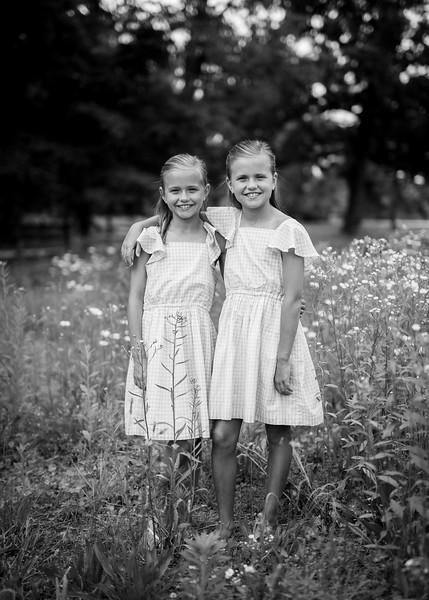 Girls in Tall Grass bw (2 of 6).jpg
