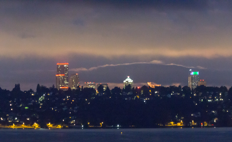 2015-09-27-seattle-moonset-2.jpg
