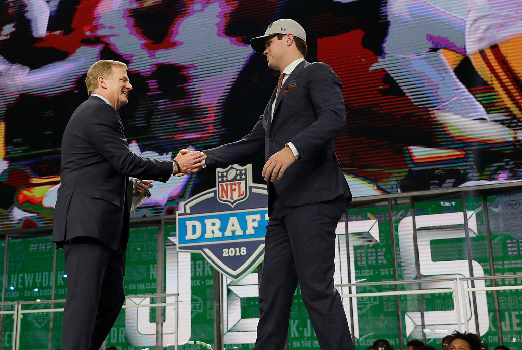 . Commissioner Roger Goodell, left, greets USC\'s Sam Darnold after he was selected by the New York Jets during the first round of the NFL football draft, Thursday, April 26, 2018, in Arlington, Texas. (AP Photo/David J. Phillip)