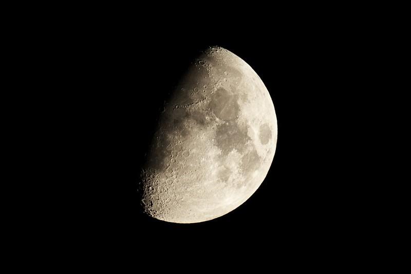 Měsíc 28.7.2012 - Skywatcher 130/650, Canon 350D v primárním ohnisku