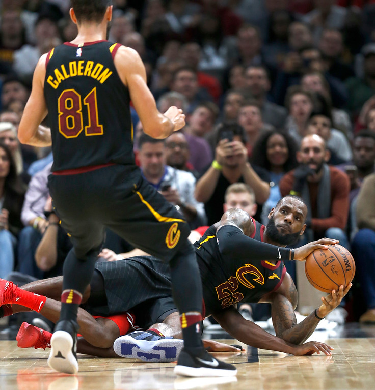 . Cleveland Cavaliers\' LeBron James, right, looks to pass the ball to Jose Calderon during the second half of an NBA basketball game against the Chicago Bulls Monday, Dec. 4, 2017, in Chicago. The Cavaliers won 113-91. (AP Photo/Charles Rex Arbogast)