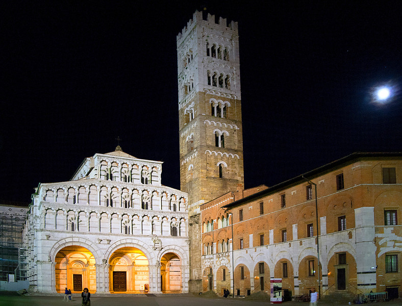Lucca Piazza Night -12.jpg